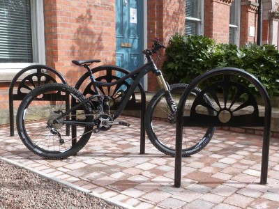 metal cycle stand black