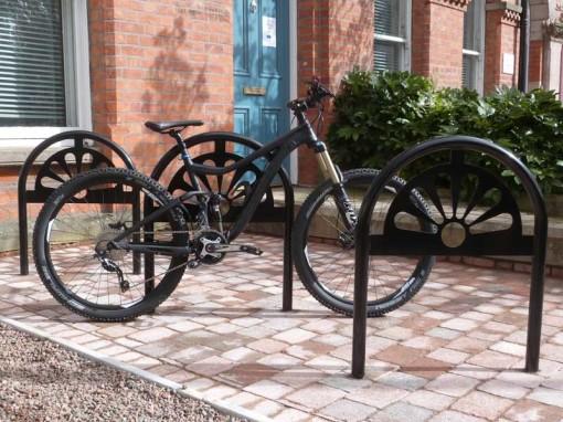metal cycle stand black