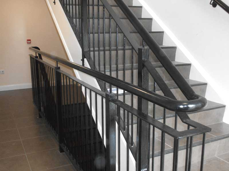 Gentil Black Steel Inturnal Stair Railings